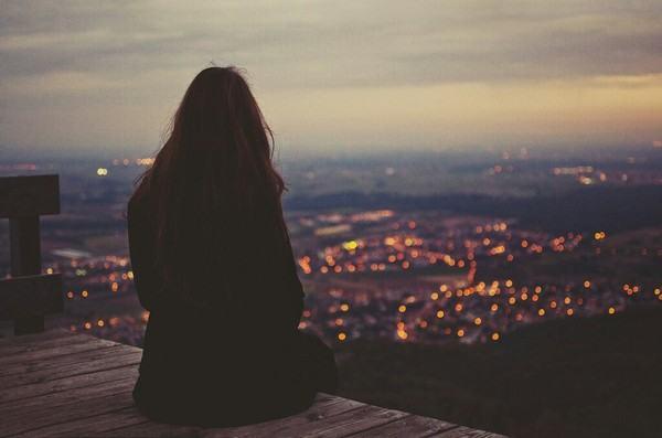 Những bài thơ về sự cô đơn – Hóa ra mình cũng chẳng muốn cô đơn