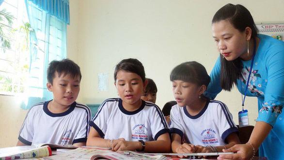 Trọn Bộ Những Bài Thơ 5 Chữ Về Thầy Cô Ý Nghĩa Nhất