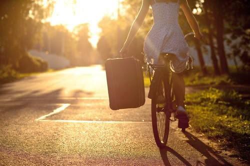 Xa Cách (Xuân Diệu) – Vần thơ tình rạo rực, nhung nhớ nhiều cảm xúc